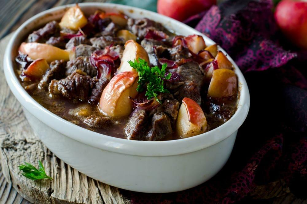 תבשיל בקר בסיידר תפוחי עץ